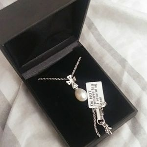 BNIB cultured pearl neclace w silver chain new
